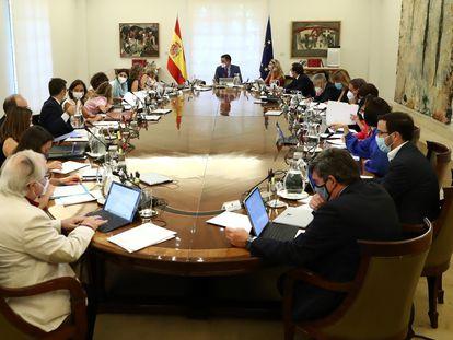El presidente del Gobierno, Pedro Sánchez, preside el primer Consejo de Ministros tras el parón estival.