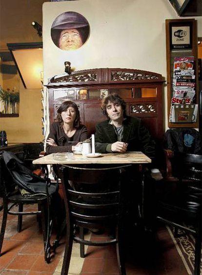 Elisa  y Juan, dueños del teatro cerrado El Canto de la Cabra.