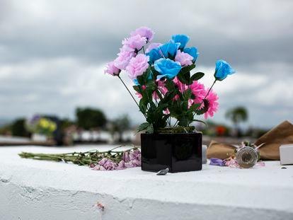 Tumba de Keishla Rodríguez Ortiz en el Cementerio Los Angeles Memorial en Guaynabo, Puerto Rico.