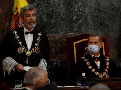 El presidente del CGPJ, Carlos Lesmes, en presencia del rey Felipe VI, en el acto de inauguración del año judicial en Madrid en 2020.