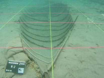 Imagen tomada en 2008 de la barca fenicia de Mazarrón.