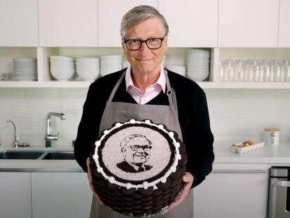 Captura del vídeo de felicitación de Bill Gates a Warren Buffett.