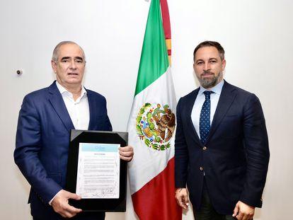 El senador Julen Rementería y Santiago Abascal durante su visita a México.