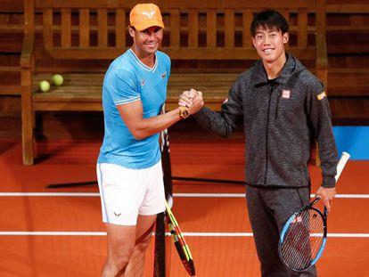 Rafa Nadal (i) y Kei Nishikori, este lunes en Barcelona.