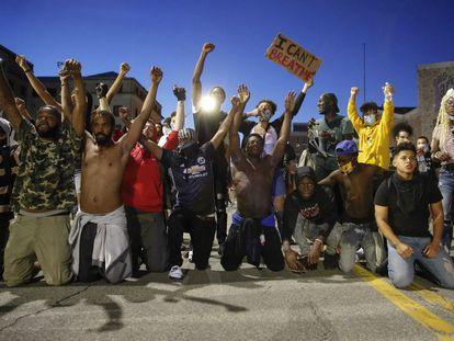 Manifestantes en contra del abuso policial en Minneapolis.