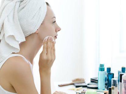 A la hora de limpiar el rostro es fundamental seguir una serie de pasos y recurrir a los productos adecuados