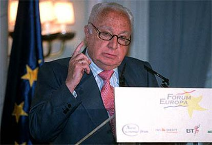 El presidente del Tribunal Constitucional, Manuel Jiménez de Parga, durante su intervención de ayer.