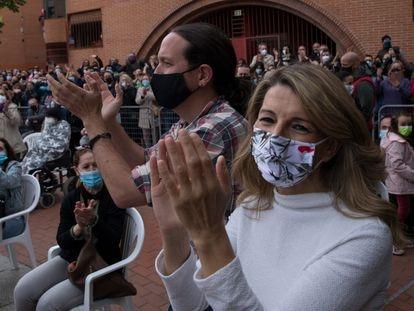 Pablo Iglesias yYolanda Díaz, el pasado viernes durante un acto de campaña en el barrio de Vallecas (Madrid).