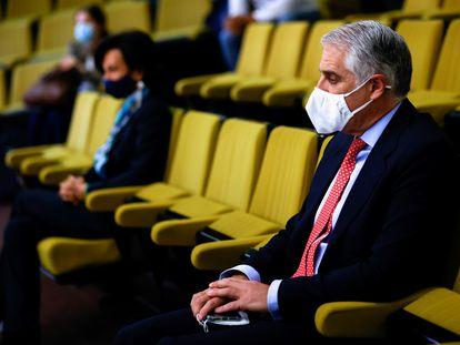 Andrea Orcel, en primer término, y Ana Botín, presidenta de Banco Santander, durante el juicio por el fichaje frustrado del banquero italiano, el 19 de mayo en Madrid.