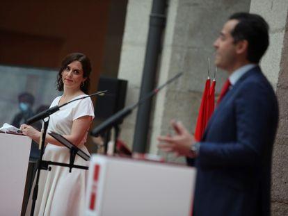 La presidenta de la Comunidad de Madrid, Isabel Díaz Ayuso y el vicepresidente, Ignacio Aguado durante el acto de este miércoles.