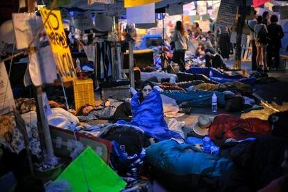 Manifestantes durante la acampada de la Puerta del Sol que empezó el 15 de mayo de 2011. La imagen es del día 22 de mayo de aquel año.