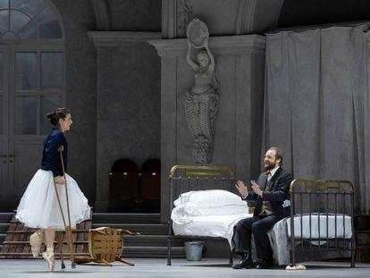 Asmik Grigorian (Rusalka) y Maxim Kuzmin-Karavaev (Vodník): padre e hija, cara a cara al comienzo del primer acto.