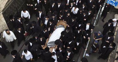 El entierro del ultraortodoxo Yeshayahu Krishevsky en Jerusalén.
