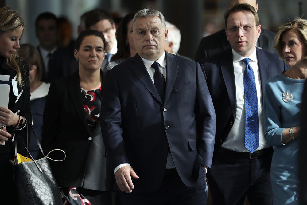 Los populares europeos fuerzan a Orbán a retirar sus diputados del grupo parlamentario