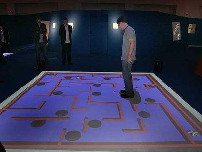 Juego <i>MetaFields Maze,</i> diseñado por Bill Keays, que se muestra en la Laboral de Gijón.