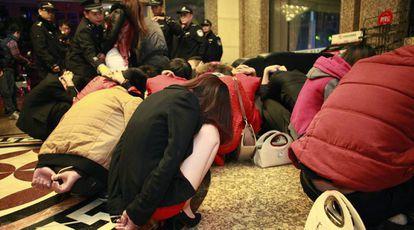 Prostitutas detenidas en Dongguan, en el sureste del país, en 2014.