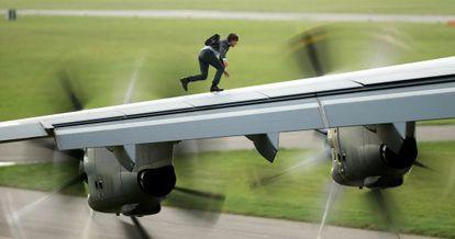Tom Cruise, en una de las secuencias de acción de 'Misión: imposible - Nación Secreta', la quinta entrega de la saga cinematográfica.