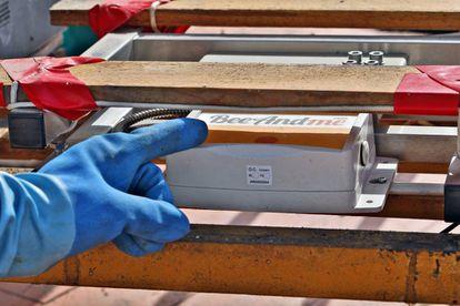 Al transmitir poca información y con poca frecuencia, dos veces al día, la batería del dispositivo tiene una autonomía de varios años.