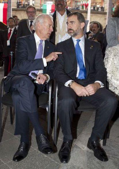 Biden y el príncipe Felipe en la investidura de Peña Nieto.