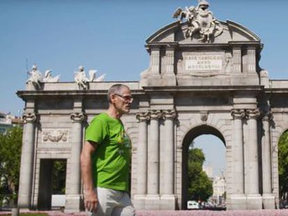 Ramón Linaza estuvo en la primera manifestación del Orgullo hace 41 años. Recorremos con él Madrid en un paseo lleno de recuerdos