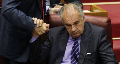 Rafael Blasco sentado en su antiguo escaño de portavoz del grupo parlamentario popular en las Cortes Valencianas.