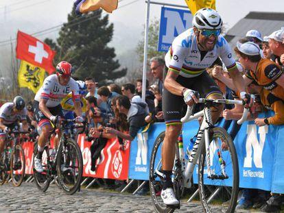 Valverde, por delante de Kristoff, en el Paterberg del pasado Tour de Flandes.