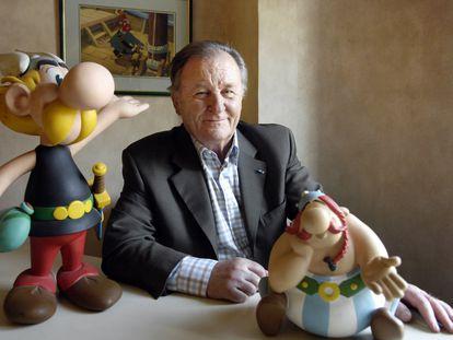 Albert Uderzo, con figuras de Astérix y Obélix en 2007.