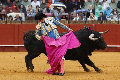 El diestro Julián López, 'El Juli', durante el segundo toro de la tarde.