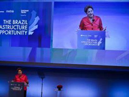 """La presidenta de Brasil, Dilma Rousseff, habla este miércoles 25 de septiembre de 2013, durante el seminario empresarial """"Oportunidades de Infraestructura en Brasil"""" en la sede de Golman Sachs en Nueva York (Estados Unidos)."""