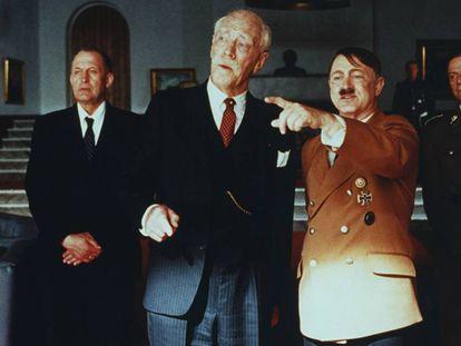 El actor Max von Sydow (segundo por la izquierda), en el papel de Knut Hansum en la película de Jan Troell 'Hansum' (1996). En vídeo, perfil del escritor francés Céline.