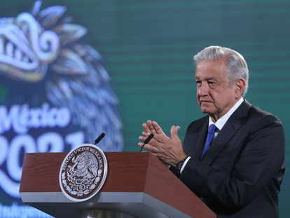 El presidente, Andrés Manuel López Obrador, alerta sobre posibles sanciones por la huelga de gaseros este miércoles en rueda de prensa en el Palacio Nacional, en Ciudad de México (México).