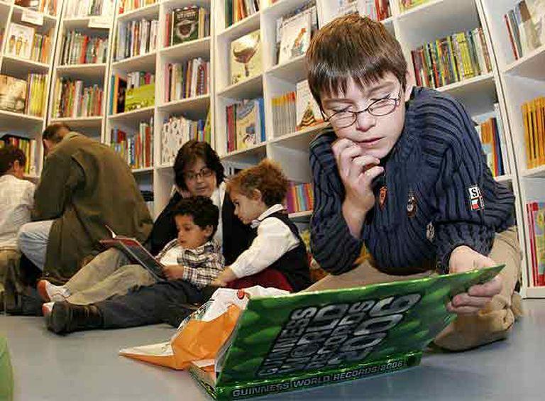 Actividades infantiles en la librería madrileña Kiriku y la Bruja en 2005.