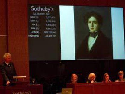 """Un subastador ofrece hoy, jueves 31 de enero de 2013, la obra """"Retrato de Mariano Goya"""" del pintor José Francisco de Goya, en Nueva York (EEUU)."""