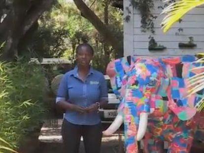 Recuperar las chanclas que van al contenedor (o al mar) para fabricar esculturas y juguetes de plástico  un proyecto en Nairobi para beneficiar a animales y comunidades