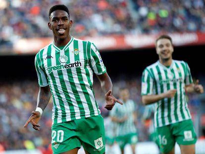 Junior celebra un gol al Barcelona.