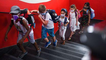 Alumnos de una escuela en Dortmund (Alemania), el 12 de agosto.