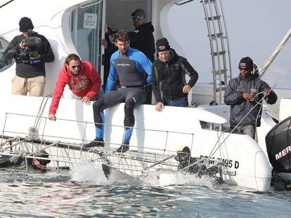 Michael Phelps (en el centro), en uno de los programas que ha grabado para Discovery Channel.