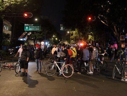 Ciclistas de diversas organizaciones, en una manifestación en Ciudad de México.