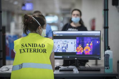Control de Sanidad Exterior en el aeropuerto de El Prat, el 19 de junio en Barcelona.