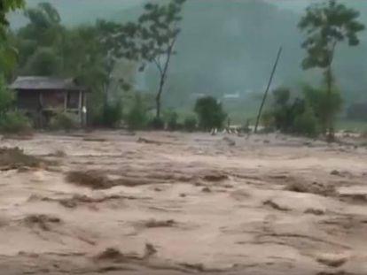 En vídeo, el tifón Son Tinh arrasa en el norte de Vietnam dejando al menos 19 muertos