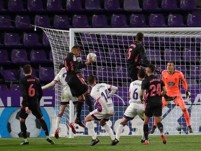 Casemiro, en la acción del 0-1 en Valladolid.