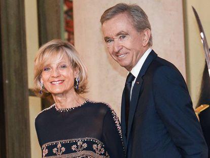 Bernard Arnault y su esposa, Hélène, en París, el pasado marzo.