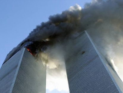 Las Torres Gemelas tras el impacto de los aviones el 11-S.