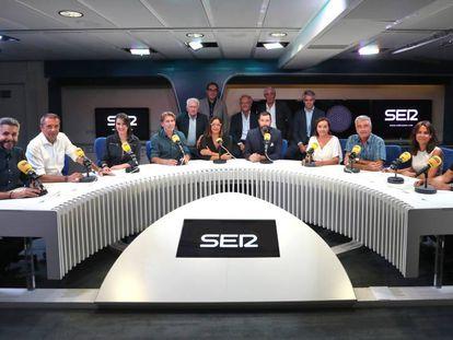 Los presentadores de los programas de la Cadena SER, entre ellos Mara Torres (segunda por la derecha).
