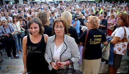 La presidenta de las víctimas del Metro de Valencia, Beatriz Garrote, junto a la de los vecinos de Angrois, Dolores Baluja.