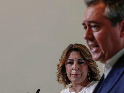 La secretaria general del PSOE-A, Susana Díaz, y el candidato a la Junta, Juan Espadas, durante la rueda de prensa conjunta en la sede regional.