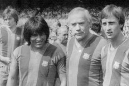 Sotil, junto a Weisweiler y Cruyff, durante su etapa en el Barcelona.