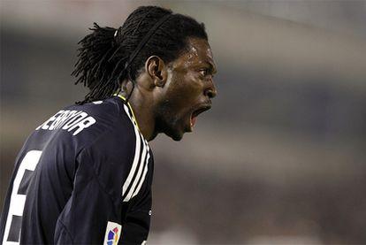 Adebayor festeja su gol frente al Racing.