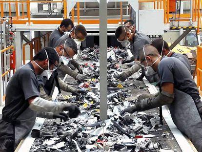 Primera planta de tratamiento de residuos de aparatos eléctricos y electrónicos de Canarias.