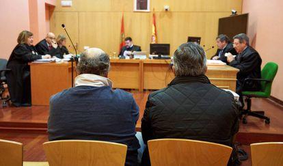 Comienzo del juicio en Ávila contra los dos acusados por caza ilegal de lobos como especie protegida.